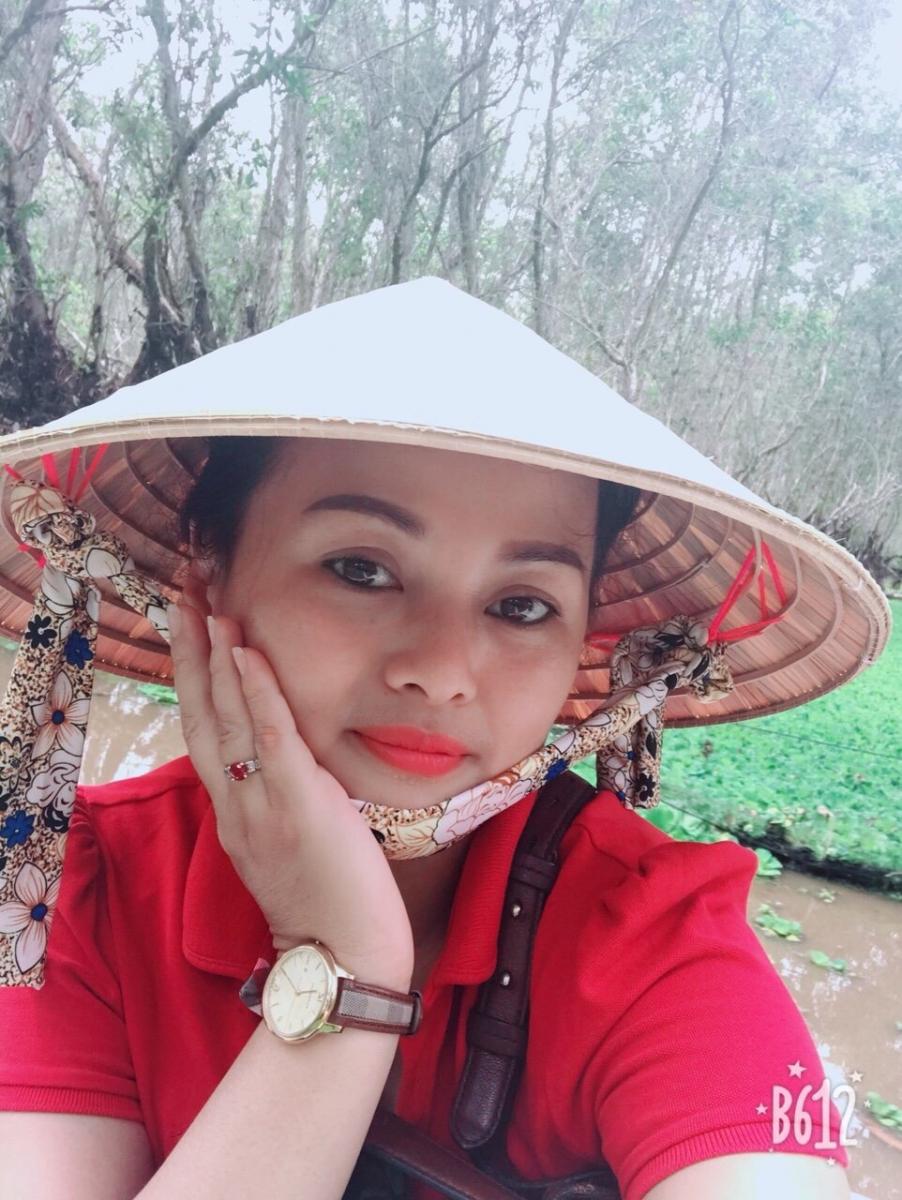 Chị Trần Phương Lan (sinh năm 1977), Trưởng Câu lạc bộ \u201cNhững bé bị ly thượng bì bóng nước\u201d